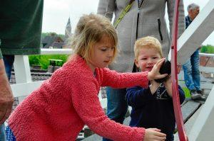 Kinderen op de stelling van de molen