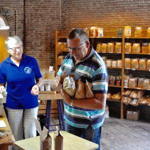 Winkel en graan Korenmolen de Zwaluw Hoogeveen